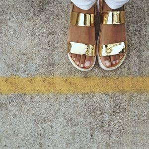Metallic Flatform Sandal